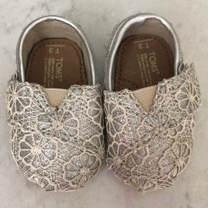 EUC Toms Crochet Glitter Shoes